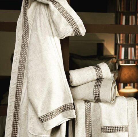 15. Designer Luigi Giannetta Bathroom linen Luxury Home Design